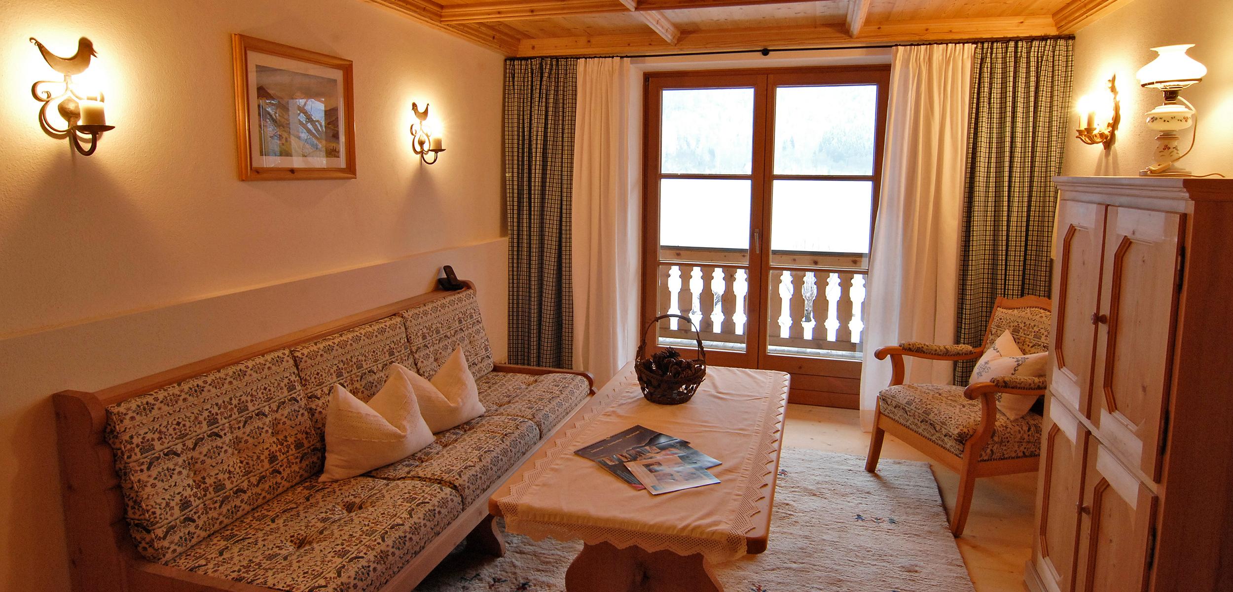 Lechner am See Suite Schlierseestube Wohnzimmer